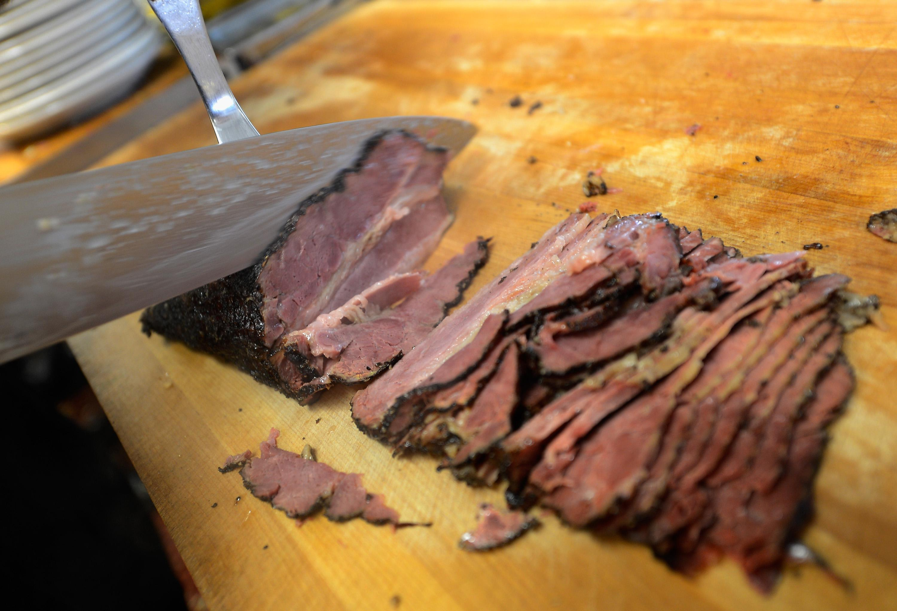 Iridescent deli meat: Why some sliced ham and beef shine
