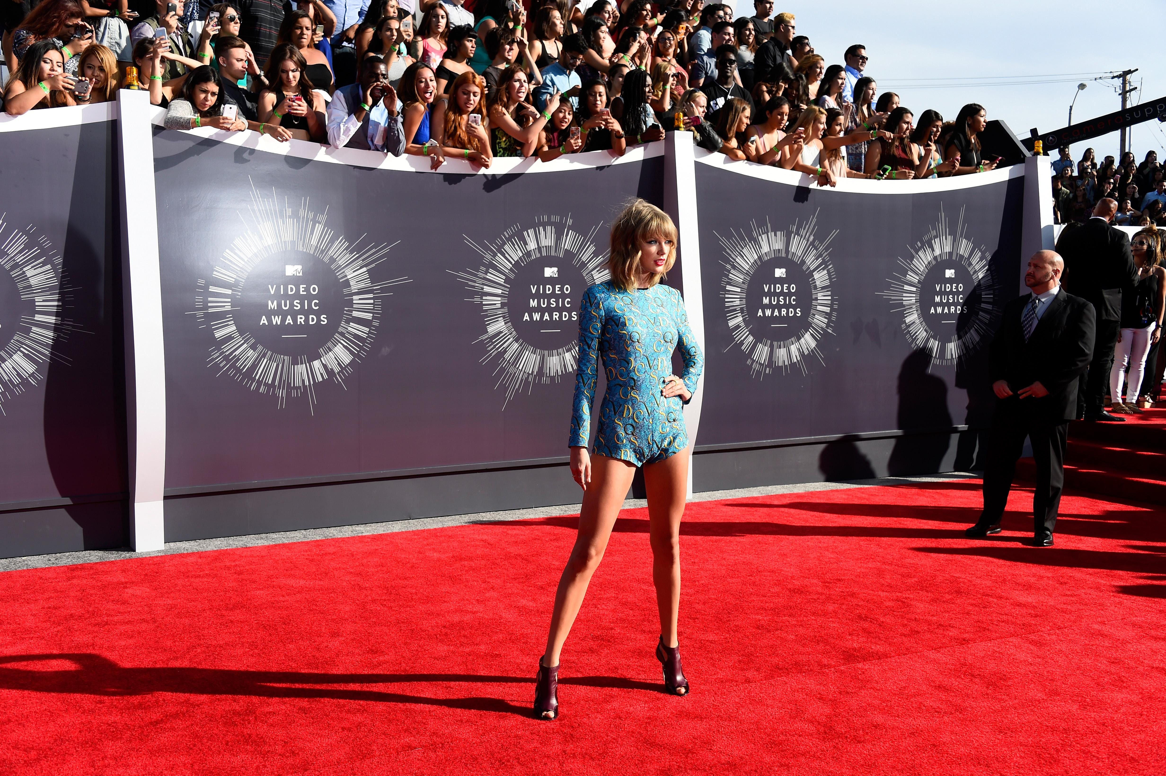 Taylor Swift Shake It Off Is No 1 Here S How She Did It Video