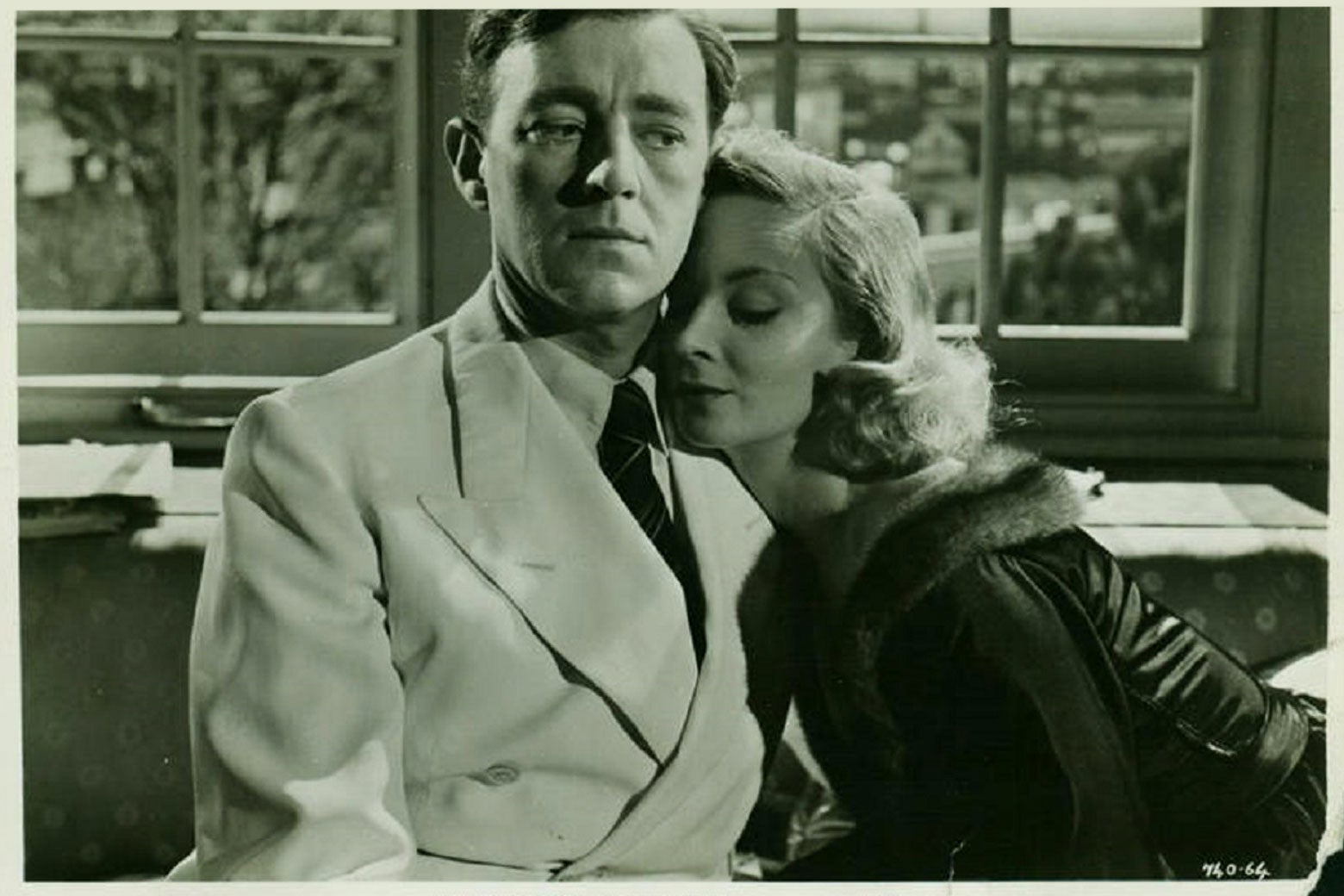 A still image of Alec Guinness and a woman in The Man in the White Suit.