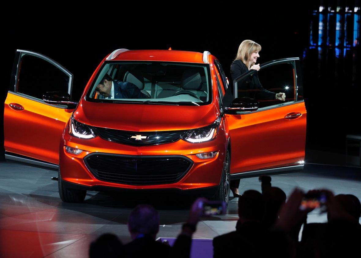 Gm Ceo Mary Barra Shows The Chevrolet Bolt Ev To News Media At 2016 North American International Auto Show On Jan 11 In Detroit