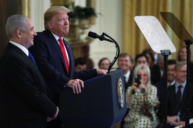 Donald Trump and Benjamin Netanyahu stand at a podium.