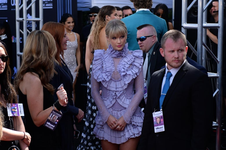 US singer Taylor Swift (C) waits to walk the red carpet as she arrives for the 2019 Billboard Music Awards at the MGM Grand Garden Arena on May 1, 2019, in Las Vegas, Nevada. (Photo by Bridget BENNETT / AFP)        (Photo credit should read BRIDGET BENNETT/AFP/Getty Images)