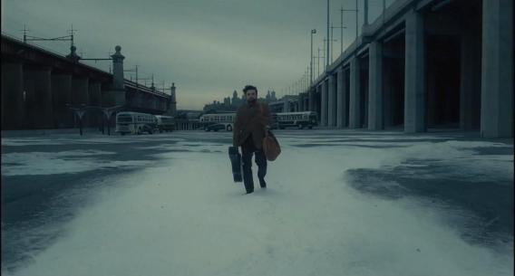 Oscar Isaac is Llewyn Davis in Inside Llewyn Davis