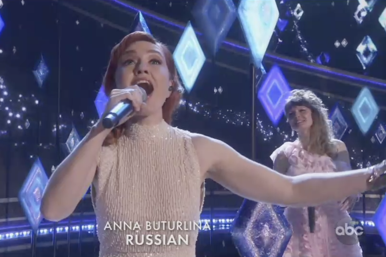 Anna Buturlina sings from Frozen 2 in Russian at the Oscars.