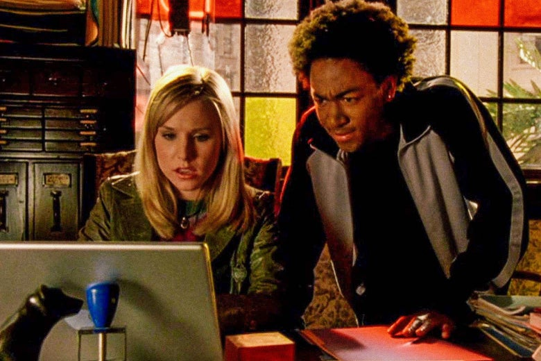 Bell as Veronica working at a computer and Daggs as Wallace looking over her shoulder.