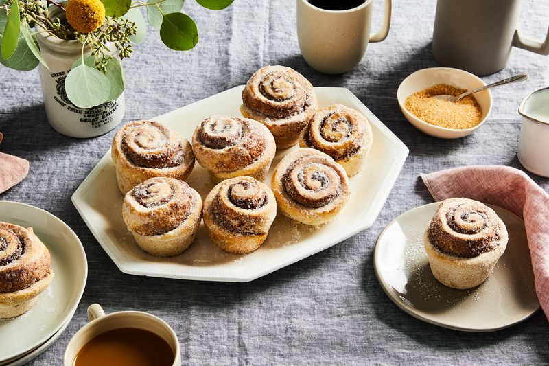 A plate of beautiful cinnamon rolls.