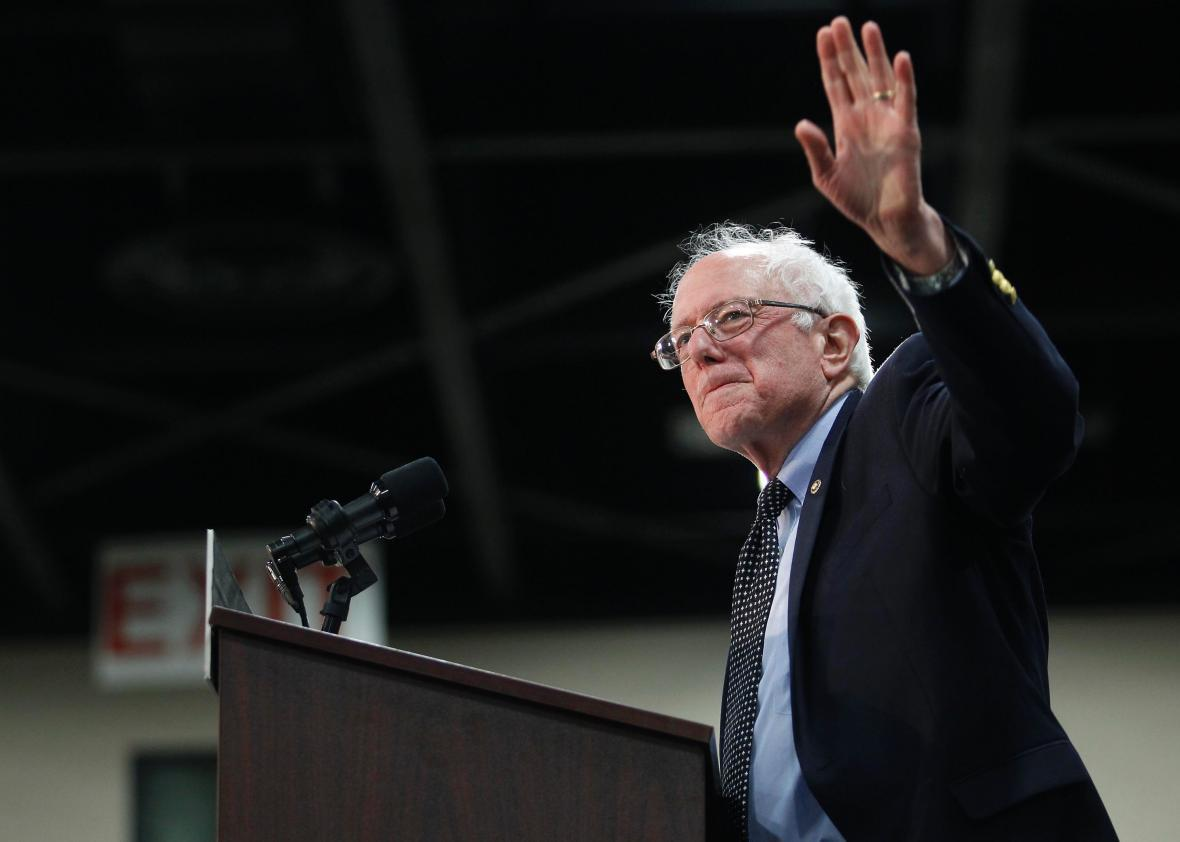 Bernie_Sanders_Waving