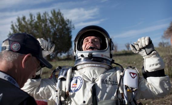 red bull space jump felix baumgartner