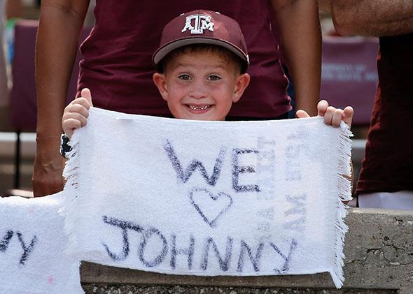 Reese Atterberry shows his support for Texas A&M Aggies quarterback Johnny Manziel.