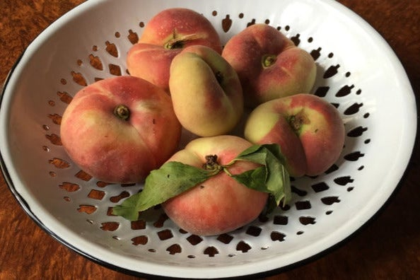 Peaches in the enamel bowl