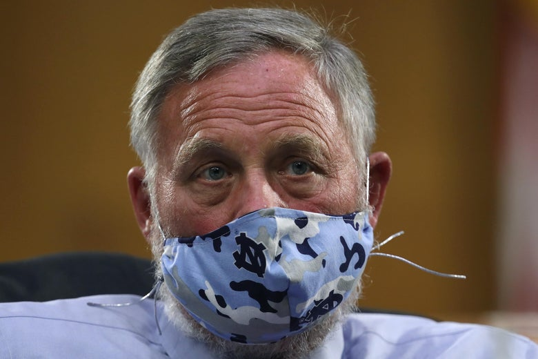 FBI reportedly seizes Sen. Richard Burr's cellphone in insider ...