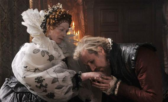 Still of Vanessa Redgrave and Rhys Ifans in Anonymous.