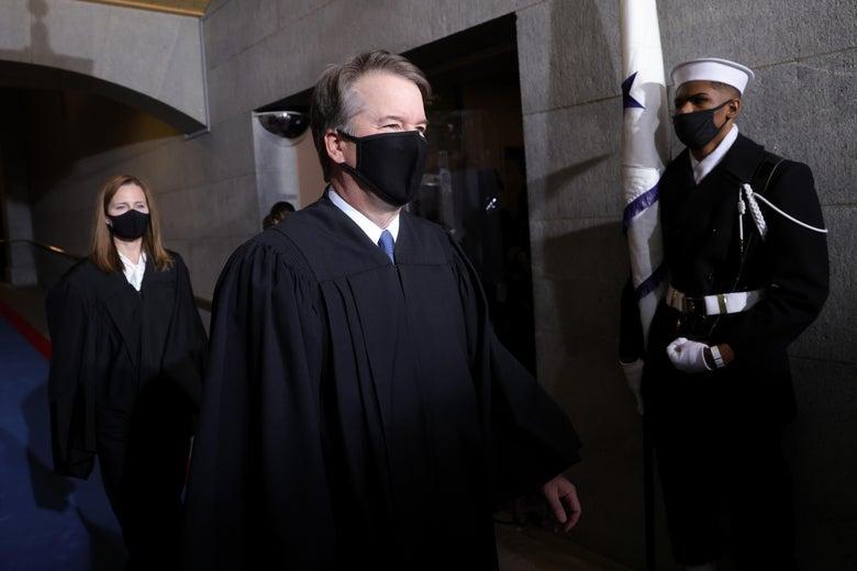 Brett Kavanaugh and Amy Coney Barrett arrive at Joe Biden's inauguration wearing robes and masks.