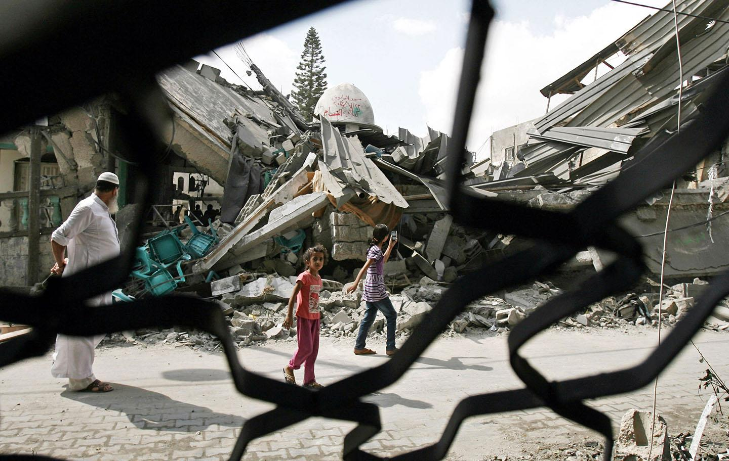 Israeli army destroys Al Farouk Mosque during 'Operation Protective Edge'.