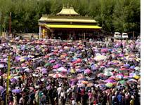 Most of the faithful protected themselves from the blazing sun with parasols