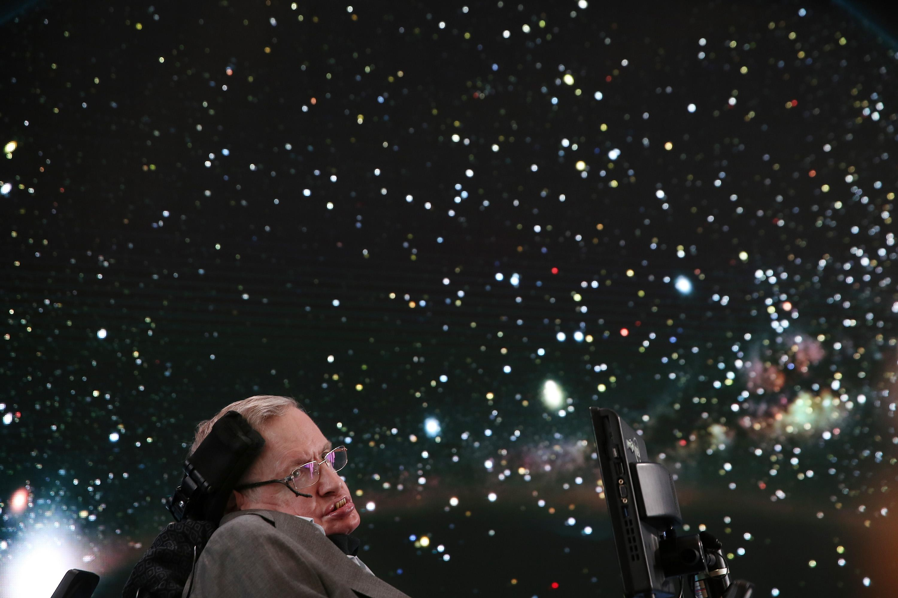 Stephen Hawking speaking in New York in 2016.