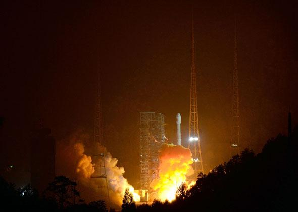 A Long March-3B carrier rocket carrying China's Chang'e-3 lunar probe takes off from the Xichang.