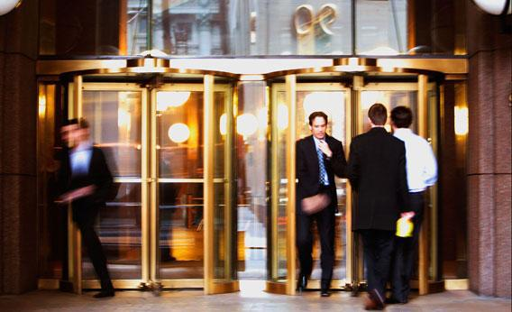 Men walk in and out of the Goldman Sachs headquarters building December 16, 2008 in New York.
