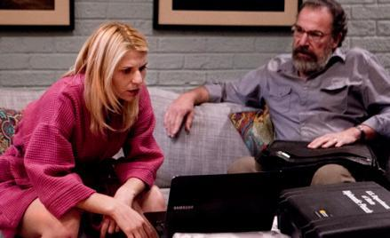 Claire Danes as Carrie Mathison and Mandy Patinkin as Saul Berenson in Homeland.