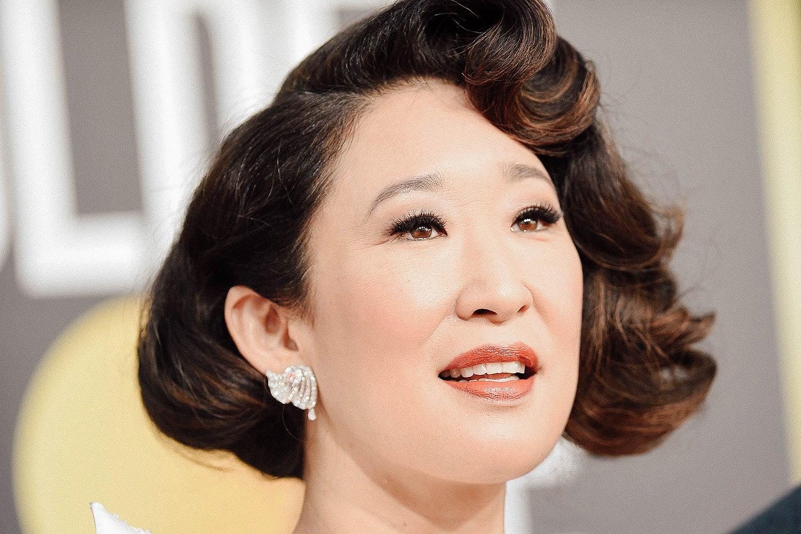 Sandra Oh arrives for the 2019 Golden Globes.