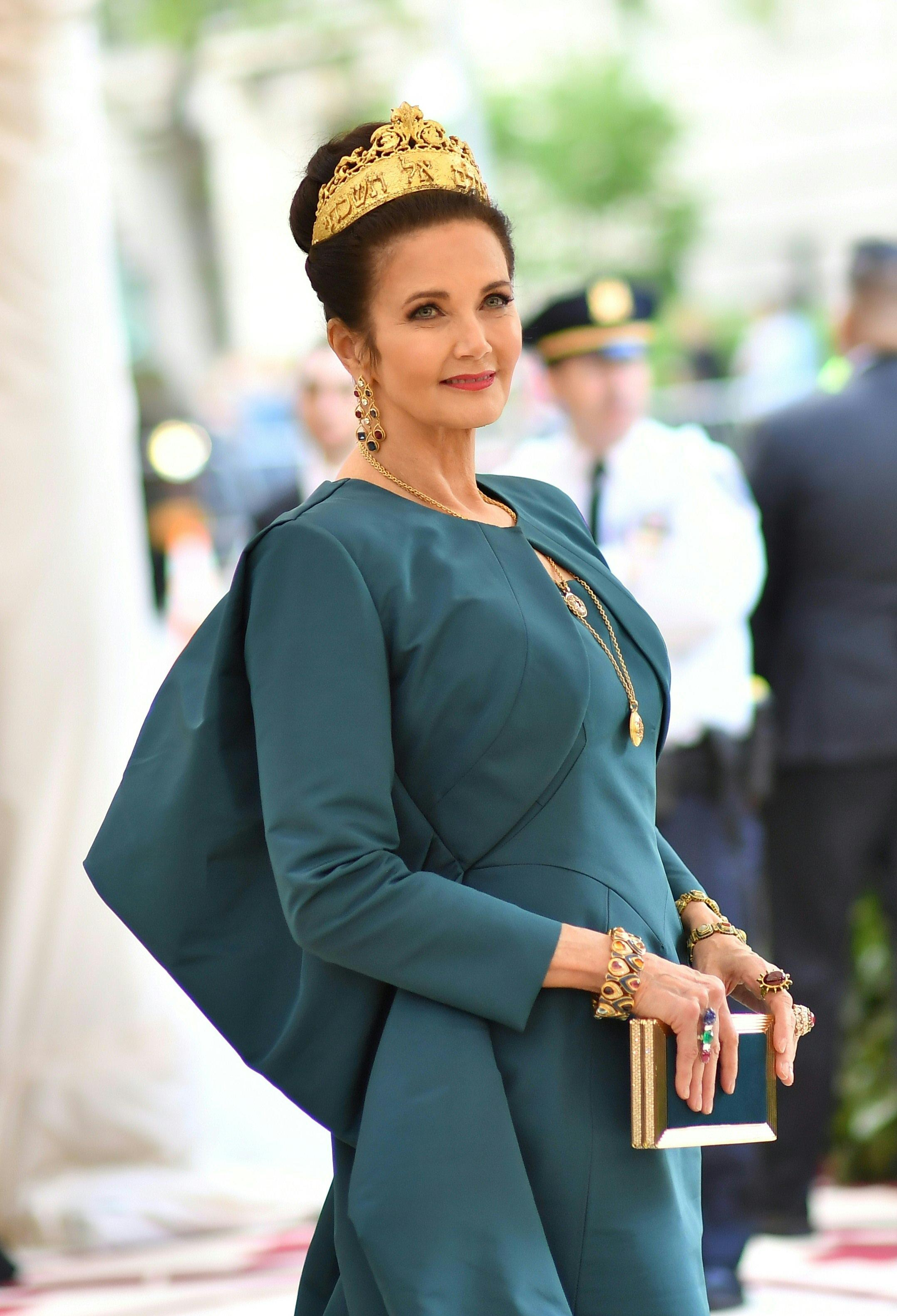 Lynda Carter arrives for the 2018 Met Gala on May 7, 2018, at the Metropolitan Museum of Art in New York. - The Gala raises money for the Metropolitan Museum of Arts Costume Institute. The Gala's 2018 theme is Heavenly Bodies: Fashion and the Catholic Imagination. (Photo by Angela WEISS / AFP)        (Photo credit should read ANGELA WEISS/AFP/Getty Images)