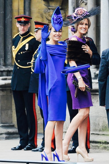Tara Palmer-Tomkinson's blue dress, heels, bag, and gloves match her blue fascinator.