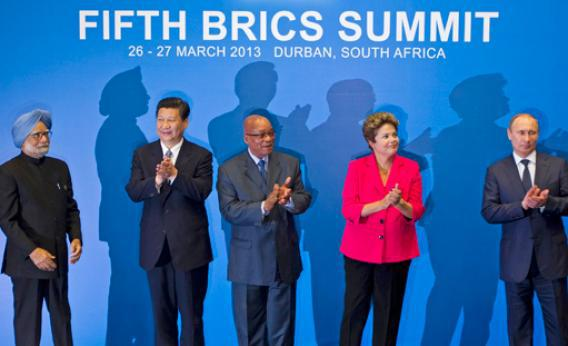 (L-R) Indian Prime Minister Manmohan Singh, Chinese President Xi Jinping, South African President Jacob Zuma, Brazilian President Dilma Rousseff and Russian President Vladimir Putin applaud at a photo session during the fifth BRICS Summit in Durban, March 27, 2013.