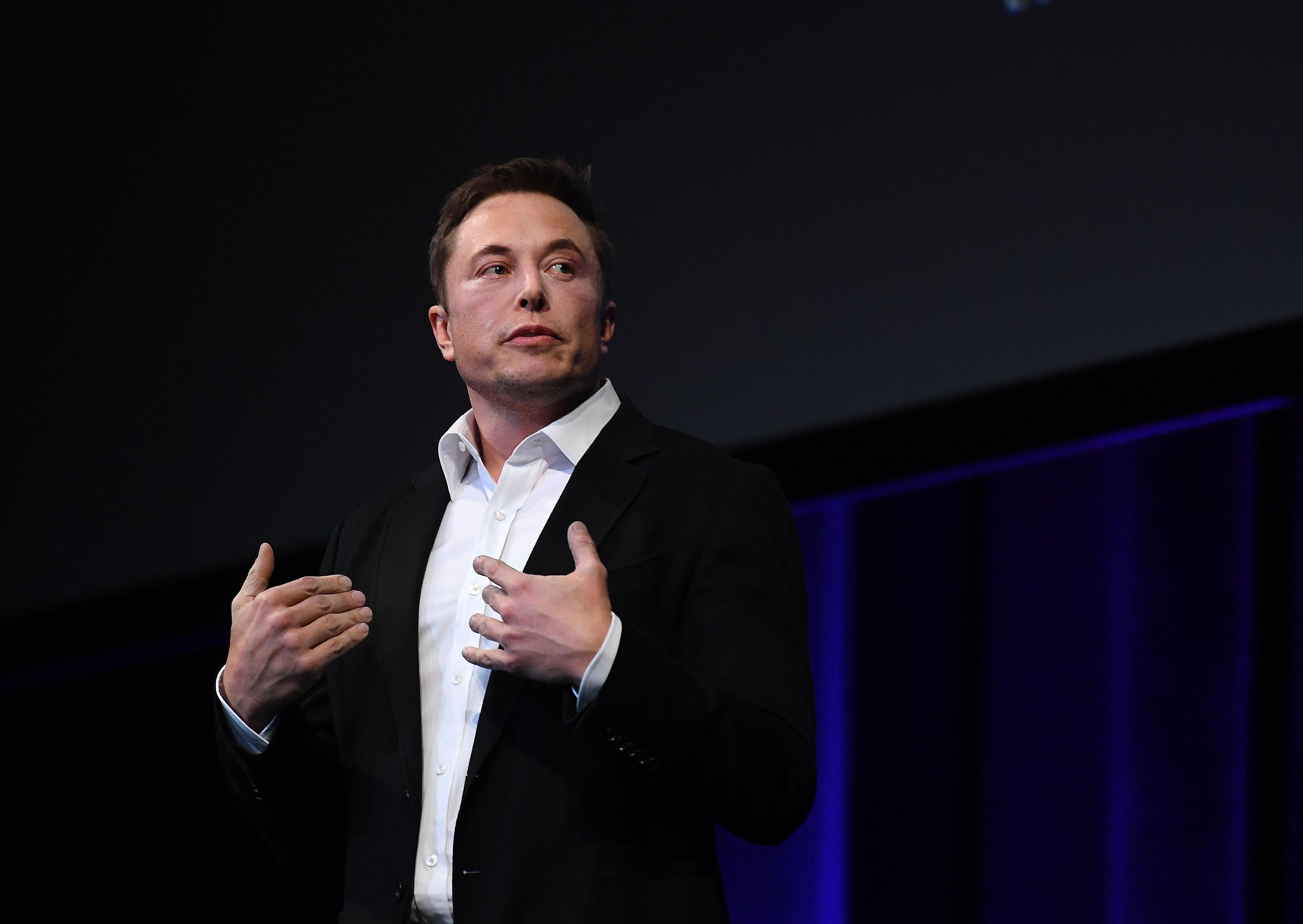 Of Course Elon Musk Is Poaching Onion Staffers. On Twitter, He's the Onion's Biggest Fan.