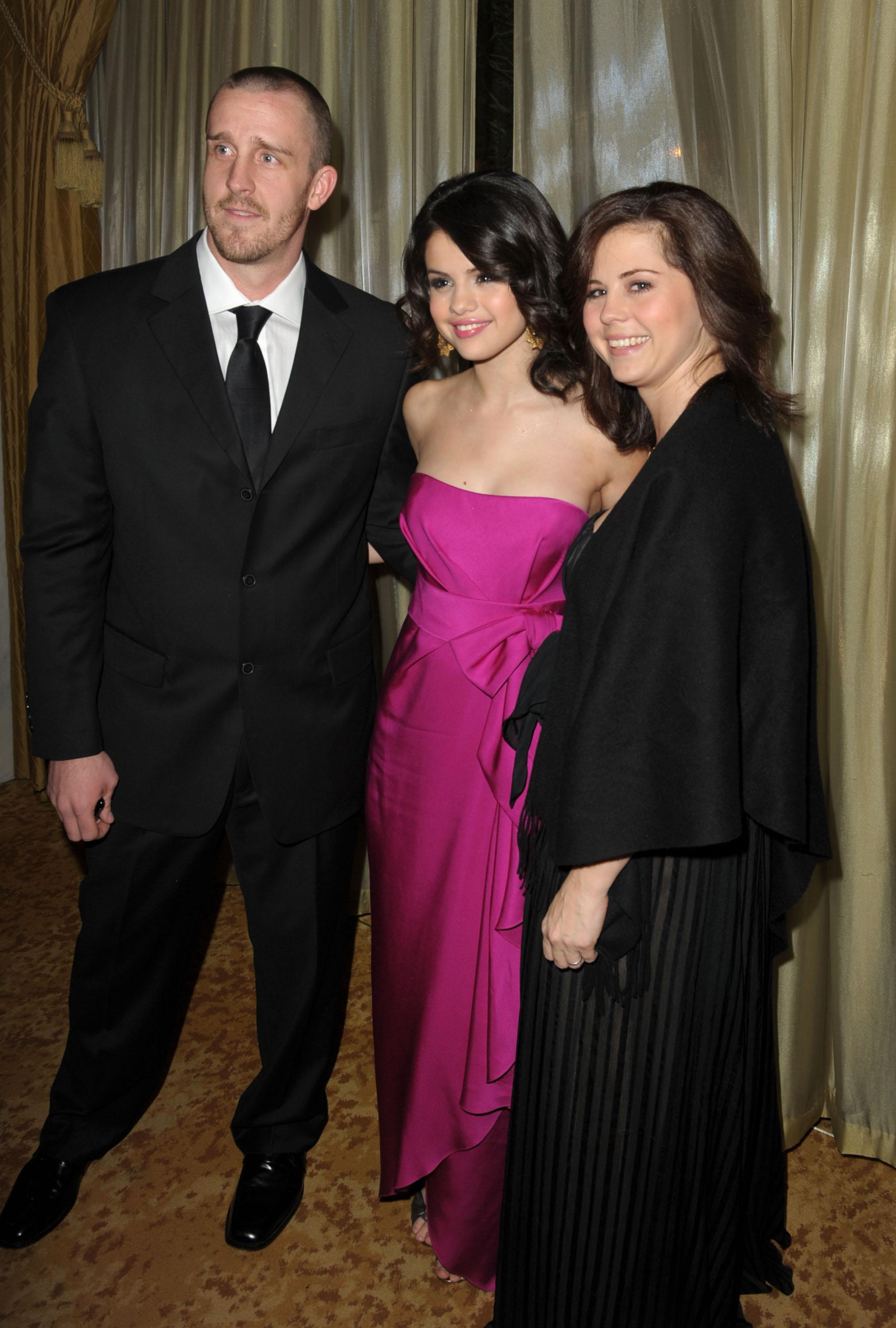 BEVERLY HILLS, CA - DECEMBER 10:  Actress Selena Gomez (C) with her mother Mandy Cornett (R) and step father Brian Teefey (L) attend the UNICEF Ball honoring Jerry Weintraub held at the Beverly Wilshire Hotel on December 10, 2009 in Beverly Hills, California.  (Photo by Kevin Winter/Getty Images for UNICEF)