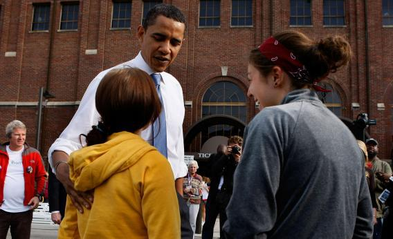 Obama talks to young women.